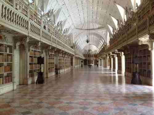 Locais a visitar. Interior da Biblioteca do Convento de Mafra