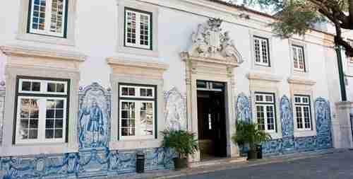 Um dos locais a visitar. Palácio dos Condes de Óbidos Entrada. Palácio da Cruz Vermelha Portuguesa.