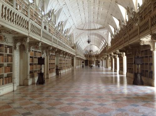 Biblioteca do Palácio Nacional de Mafra. Cortesia da Biblioteca PNM