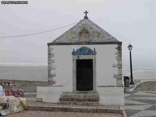 Ermida da Memória, mandada erguer por Don Fuas no Sítio da Nazaré. DGCP/SIPA foto 01030010, Paula Noé, 2012.
