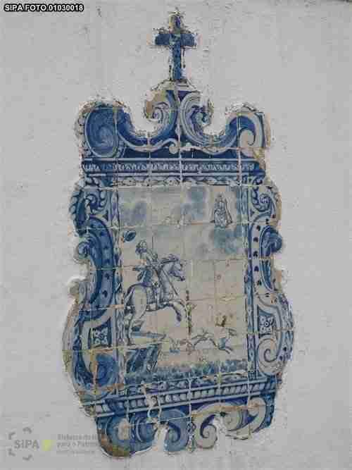 Ermida da Memoria, Painel de Azulejos representando o milagre de Nossa Senhora da Nazaré a D. Fuas Roupinho. DGPC/SIPA foto 01030018, Paula Noé, 2012.