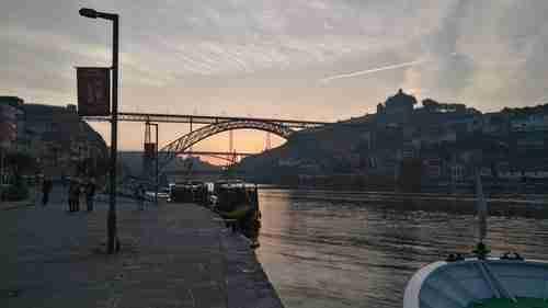 Preparados para o Passeio de barco no Douro, no Cais da Ribeira