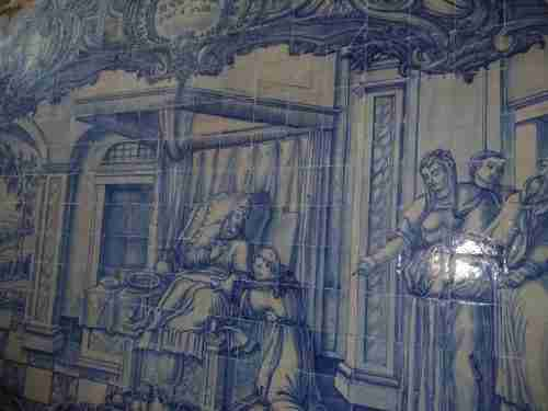 O Fado mora em Lisboa. Azulejaria, escondida no interior de algumas casas. Benção